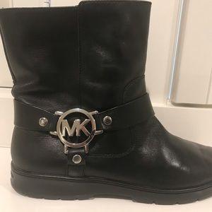 MICHAEL KORS. Size 9